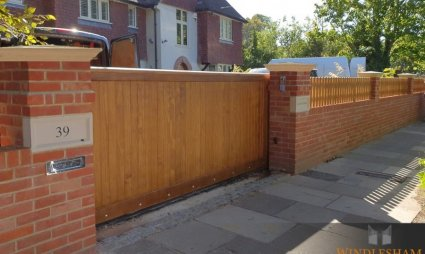 Accoya Sliding Gate
