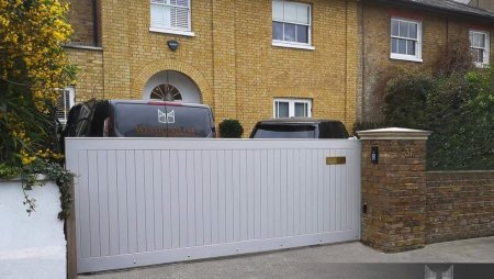 Accoya Sliding Gate in Chiswick